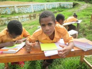 belajar-membuat-puisi-di-luar-kelas-siswa-papua-sekolah_unggulan-sekolah_anak_indonesia-sai-