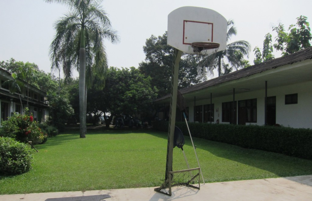 fasilitas-lapangan_olahraga-basket-asri-lingkungan-sekolah-sekolah_anak_indonesia-sai