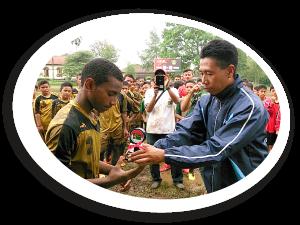 piala-prestasi-non-akademis-anak papua-siswa-sai-sekolah anak indonesia