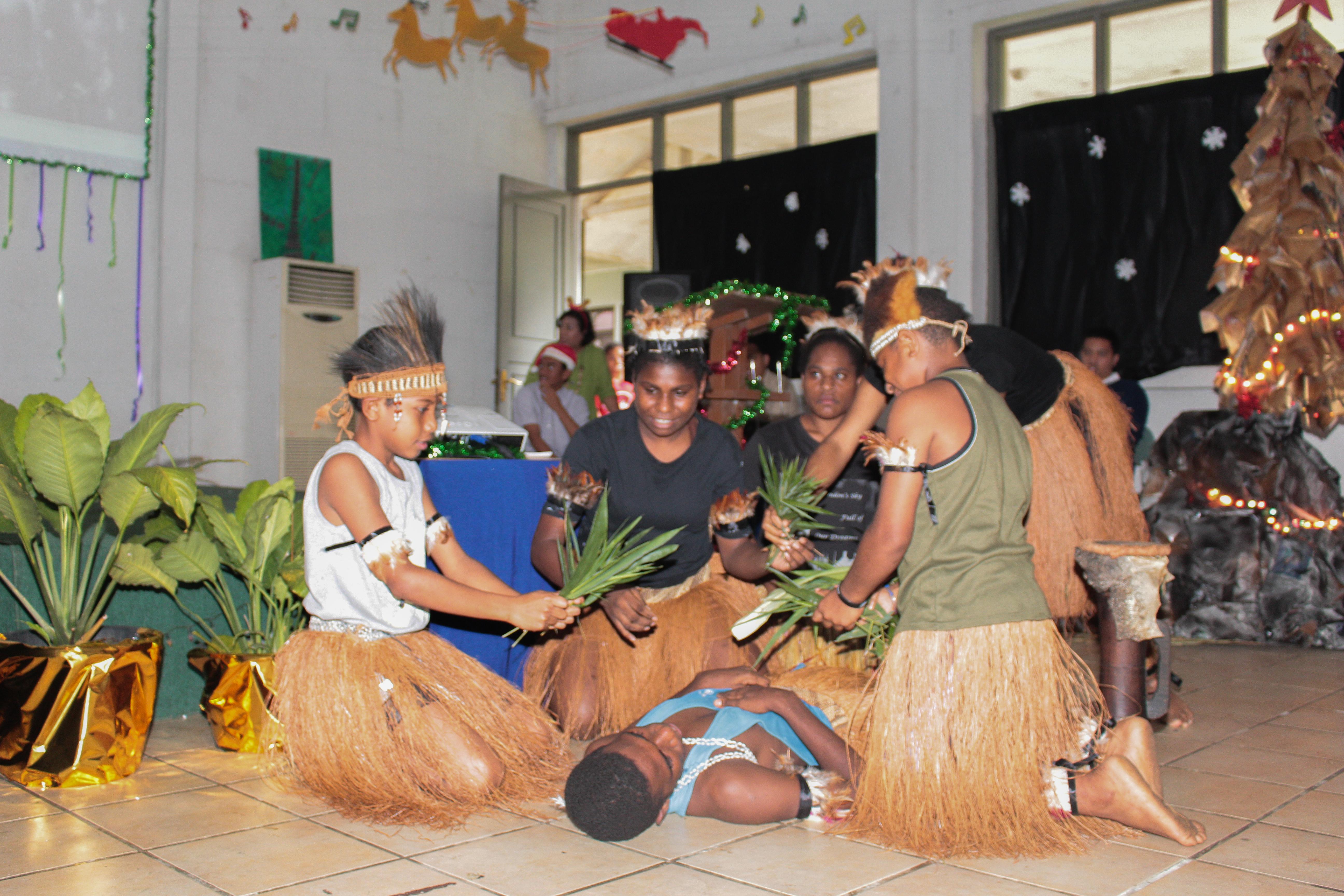 Sekolah anak inodoneia-Natal-sekolah papua-natal 2016-sekolah anak papua-perayaan natal papua-perayaan natal anak papua-penyelaaan lilin natal papua-SAI-sekolah untuk anak papua