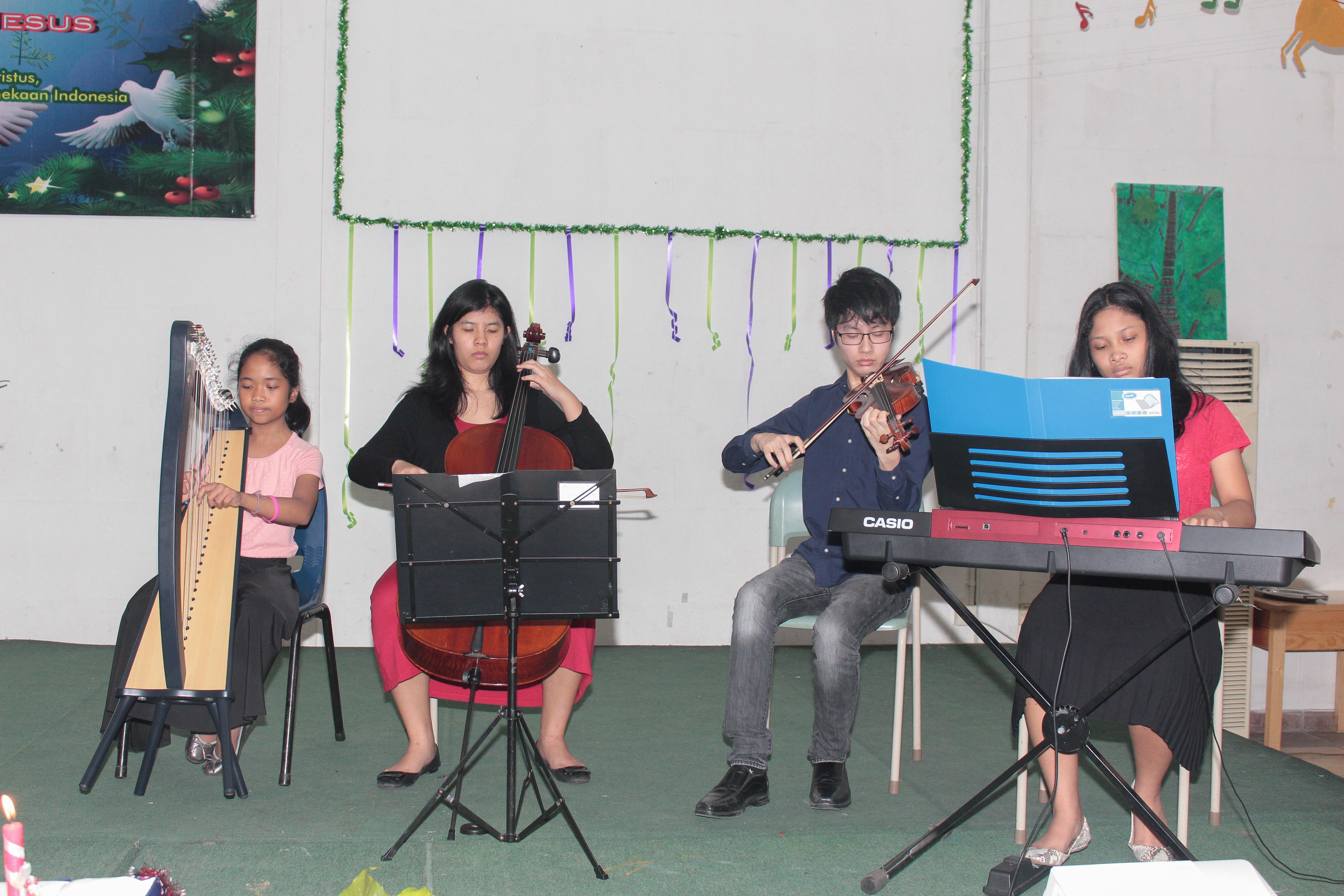 Sekolah anak inodoneia-Natal-sekolah papua-natal 2016-sekolah anak papua-perayaan natal papua-perayaan natal anak papua