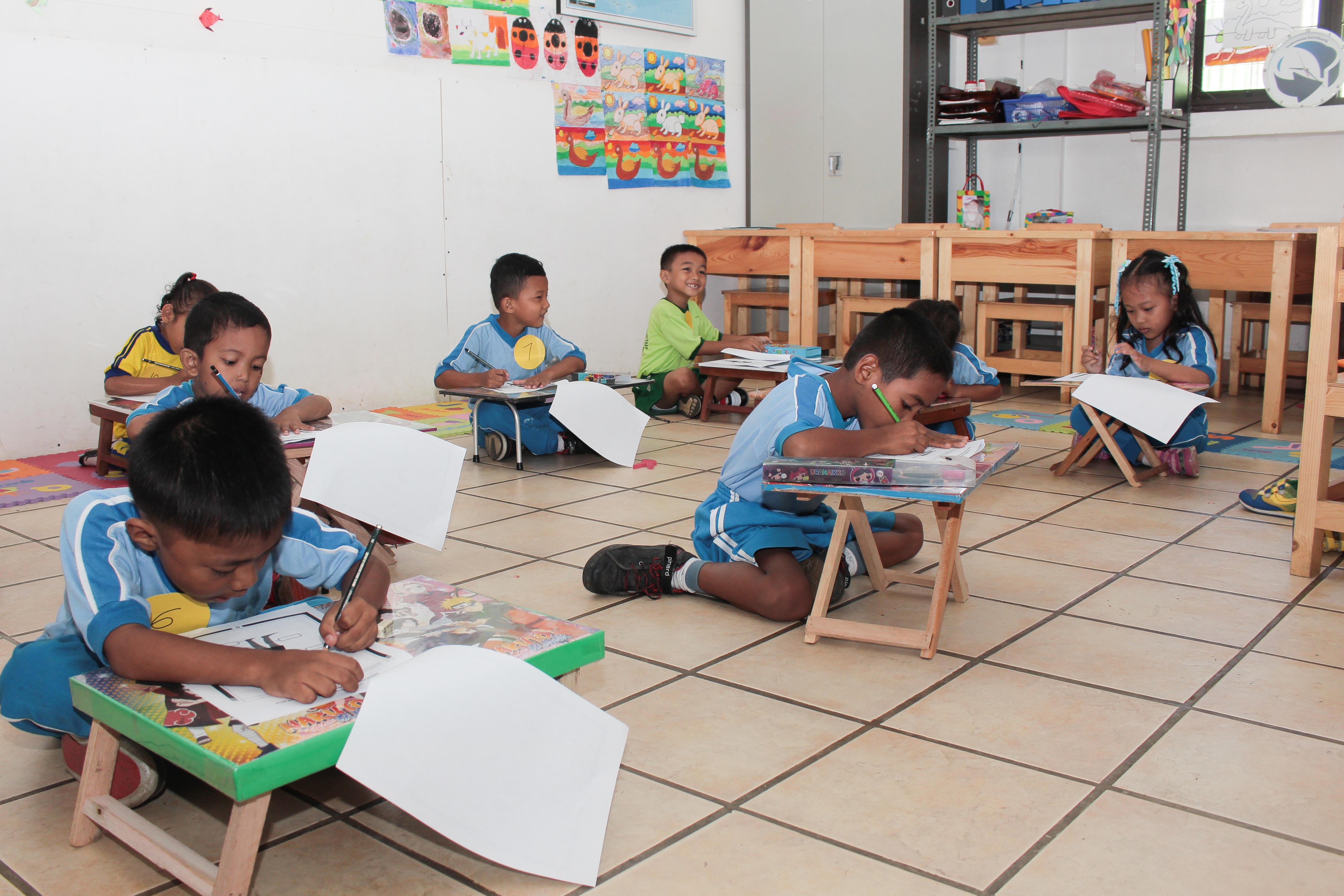 sekolah anak indoensia-sekolah Papua-lomba mewarnai-lomba menggambar-lomba di SAI