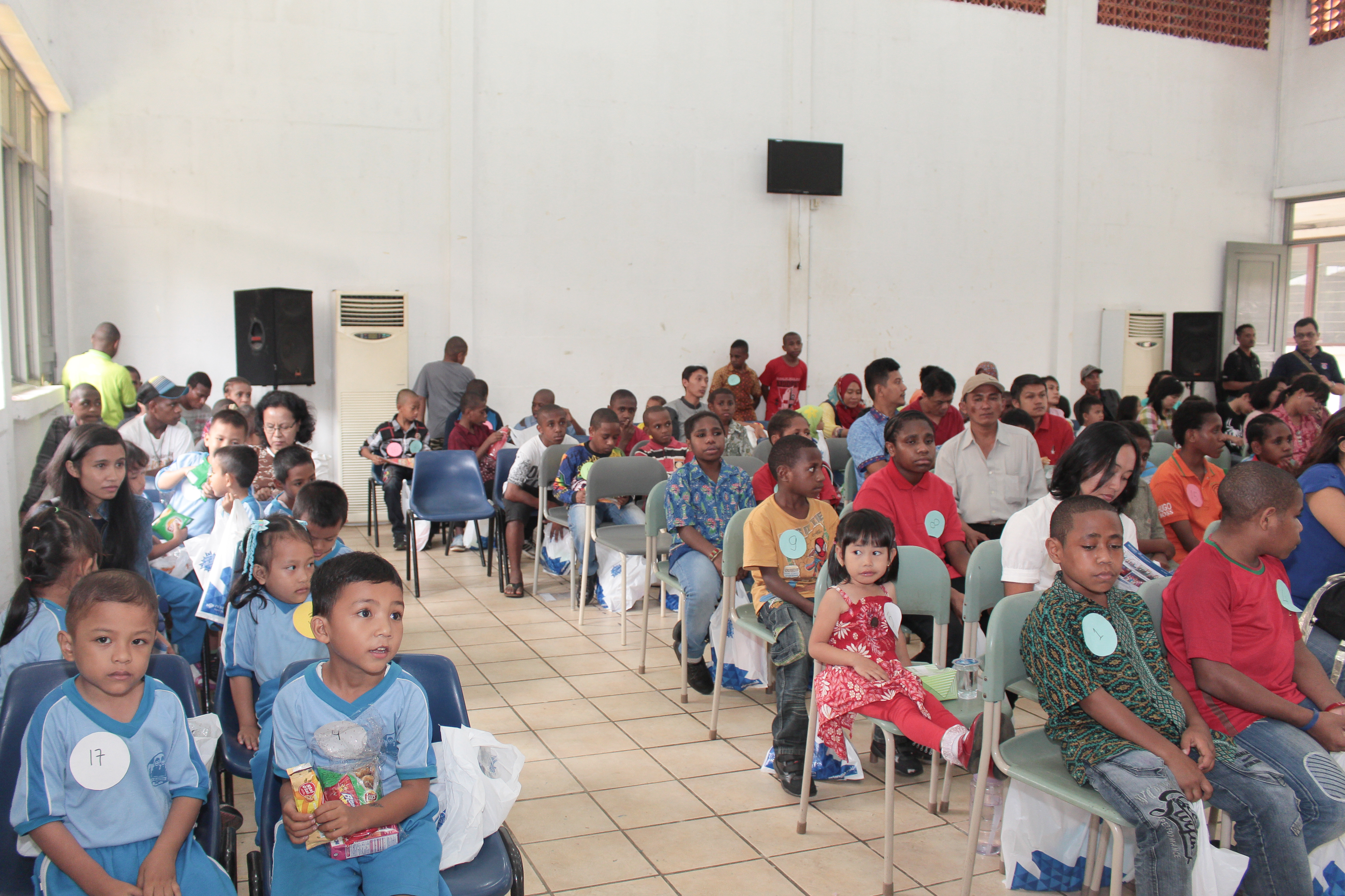 sekolah anak indoensia-sekolah Papua-lomba mewarnai-lomba menggambar_ sekolah papua di sentul-sekolah anak papua-sekolah hebat-pertunjunkan anak papua-papua hebat-Papua oke
