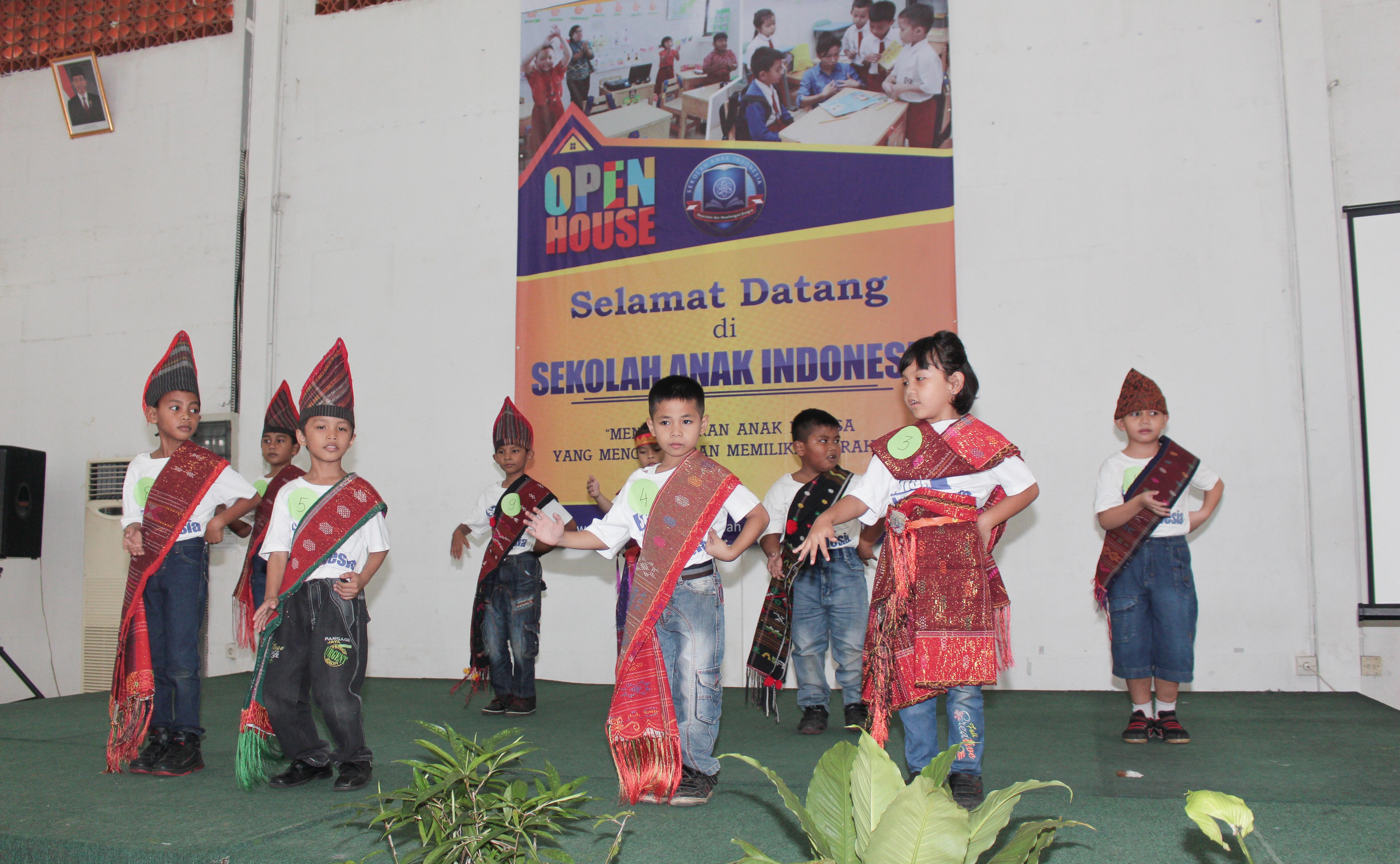 sekolah anak indoensia-sekolah Papua-lomba mewarnai-lomba menggambar_ sekolah papua di sentul-sekolah anak papua-sekolah hebat-pertunjunkan anak papua-papua hebat