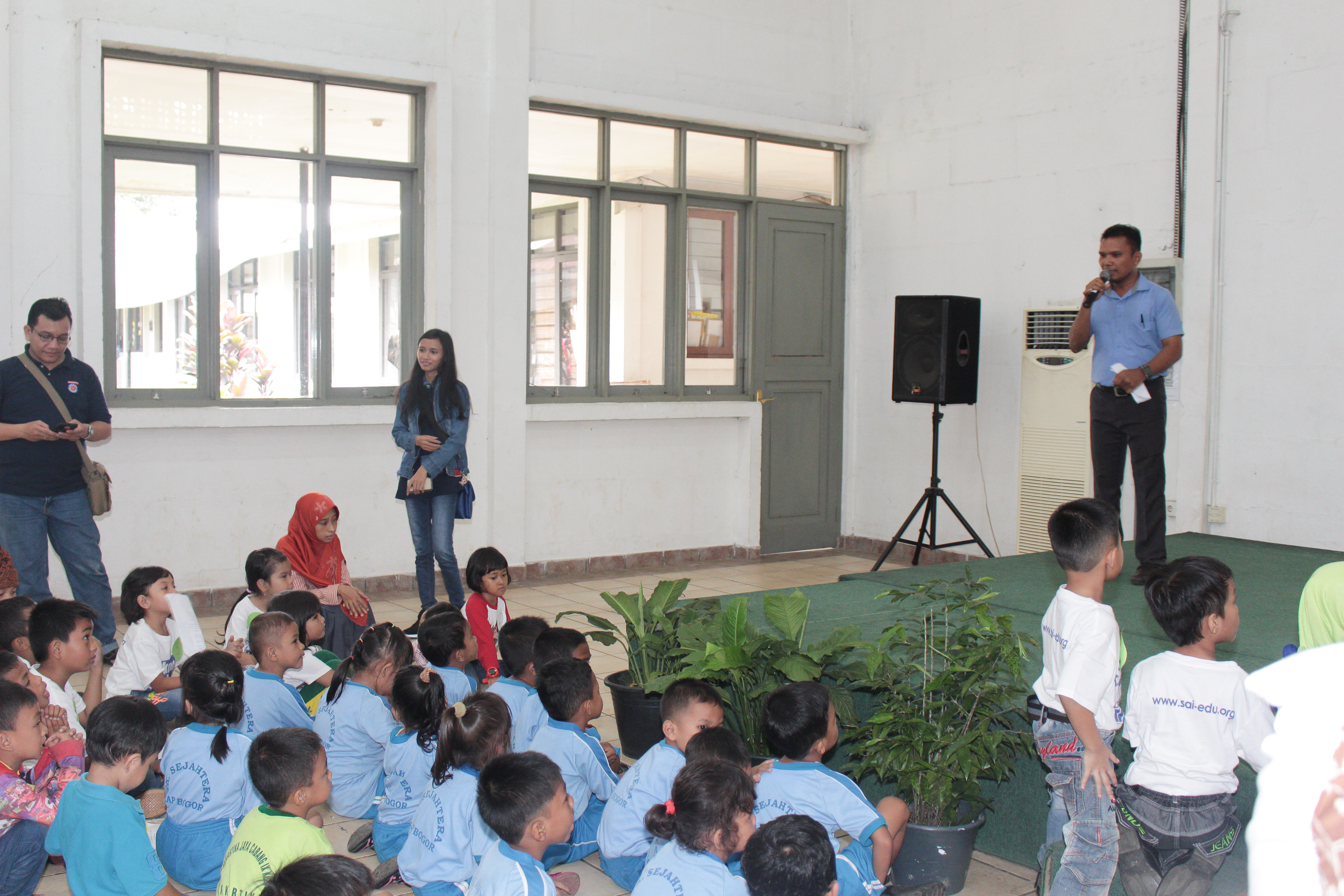 sekolah anak indoensia-sekolah Papua-lomba mewarnai-lomba menggambar_ sekolah papua di sentul-sekolah anak papua-sekolah hebat-pertunjunkan anak papua2